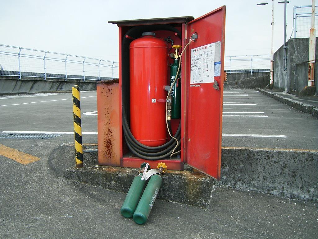 移動式粉末消火設備ガス容器弁交換事例