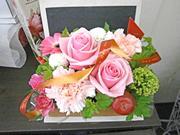 花はもちろんの事、花器にもこだわりがあります。 画像
