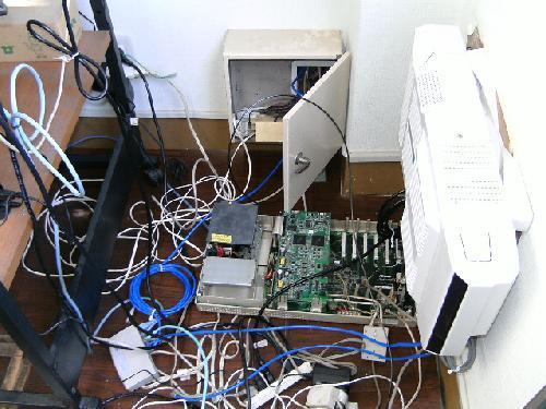 工場内 オフィスの電話工事(主装置の交換)